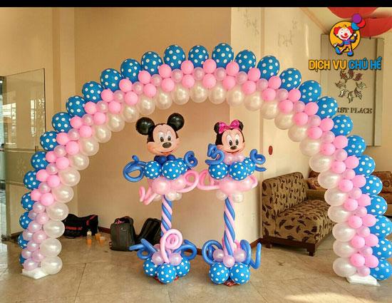 trang trí cổng bong bóng cho bé gái