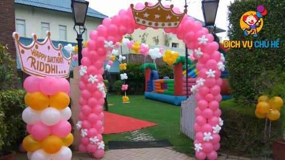 trang trí cổng bong bóng màu hồng