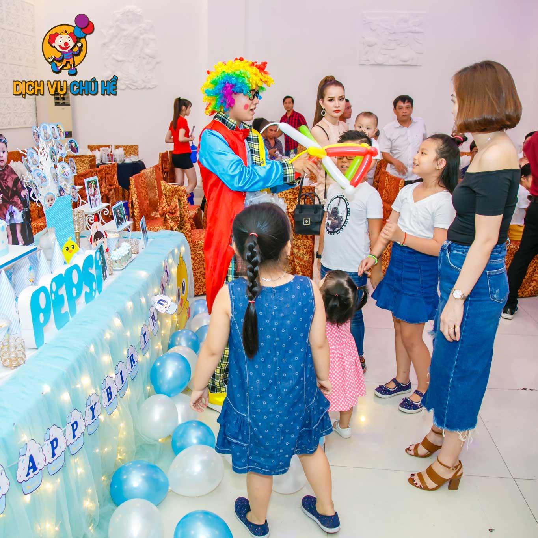 Thuê chú hề bong bóng giá rẻ cho tiệc sinh nhật